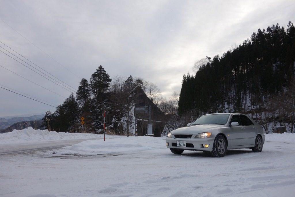 アルテッツァ_峠のパーキング雪