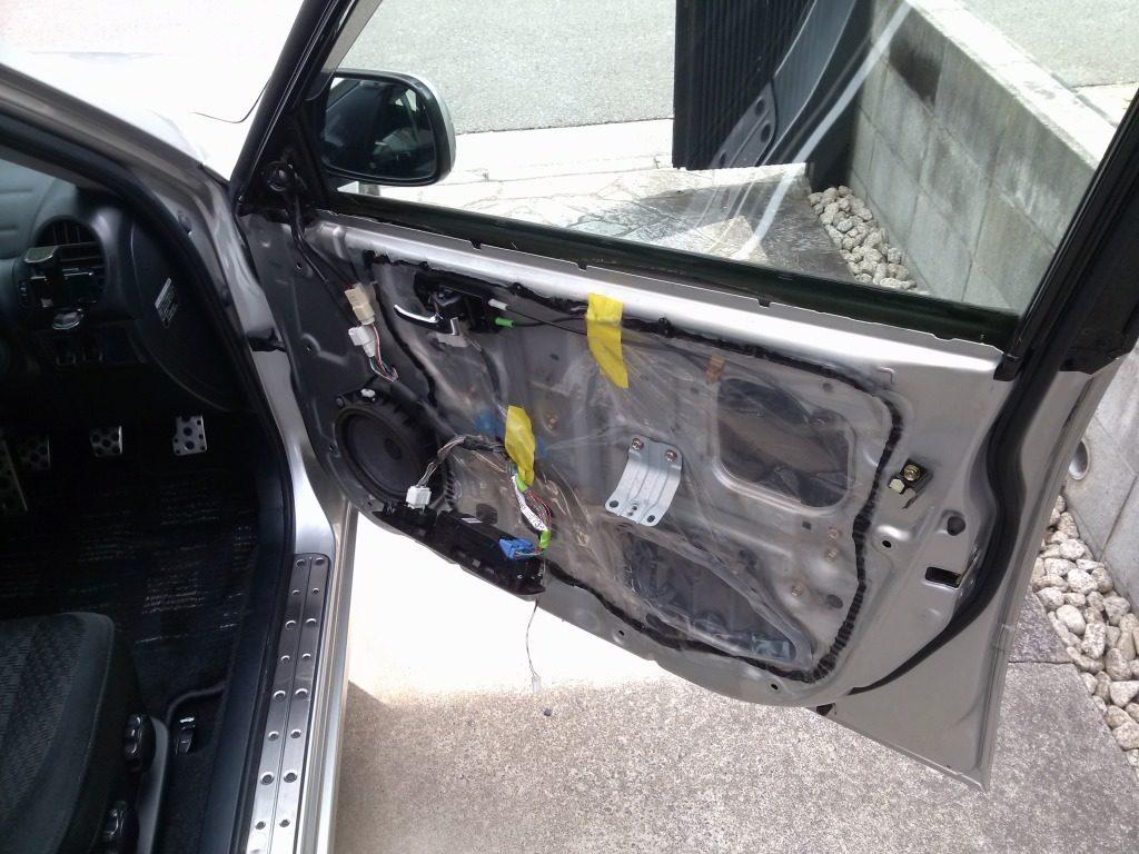 アルテッツァの運転席の内装をはがした時