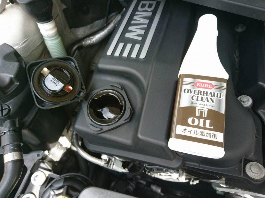 クレ オーバーホール クリーンのオイル添加剤をエンジンに投入