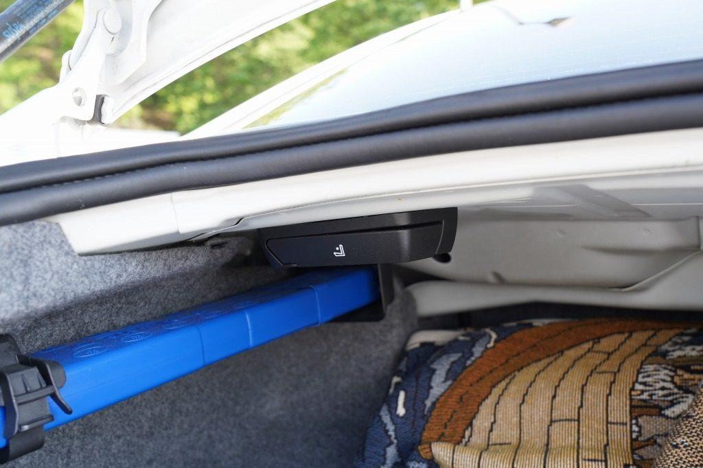 BMW E90 320iのトランクスルーレバー