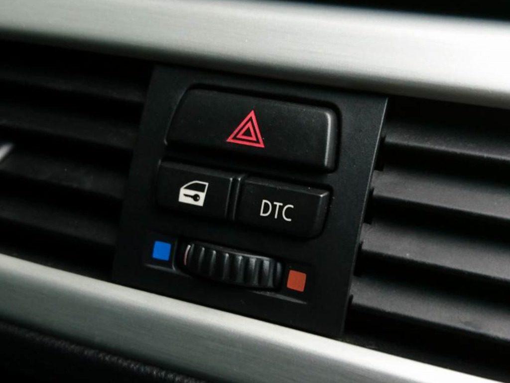E90_320i_DTCボタン