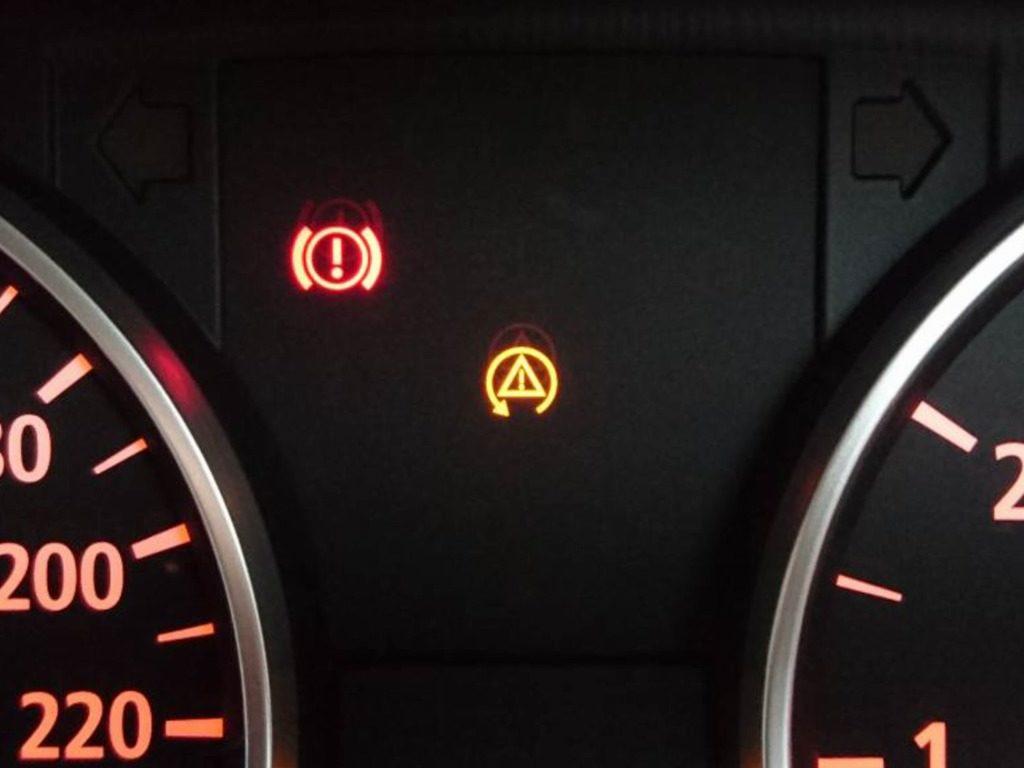 スピン警告灯が表示されたインディケーター