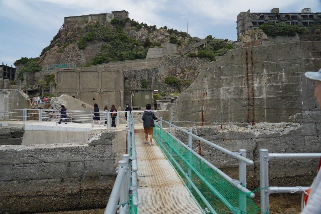 軍艦島に上陸するための足場