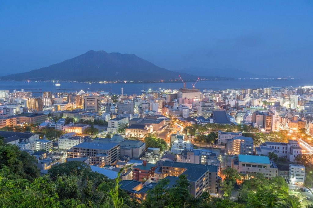 鹿児島市の夜景と桜島