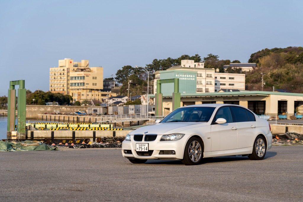 BMW E90 320i 港にて