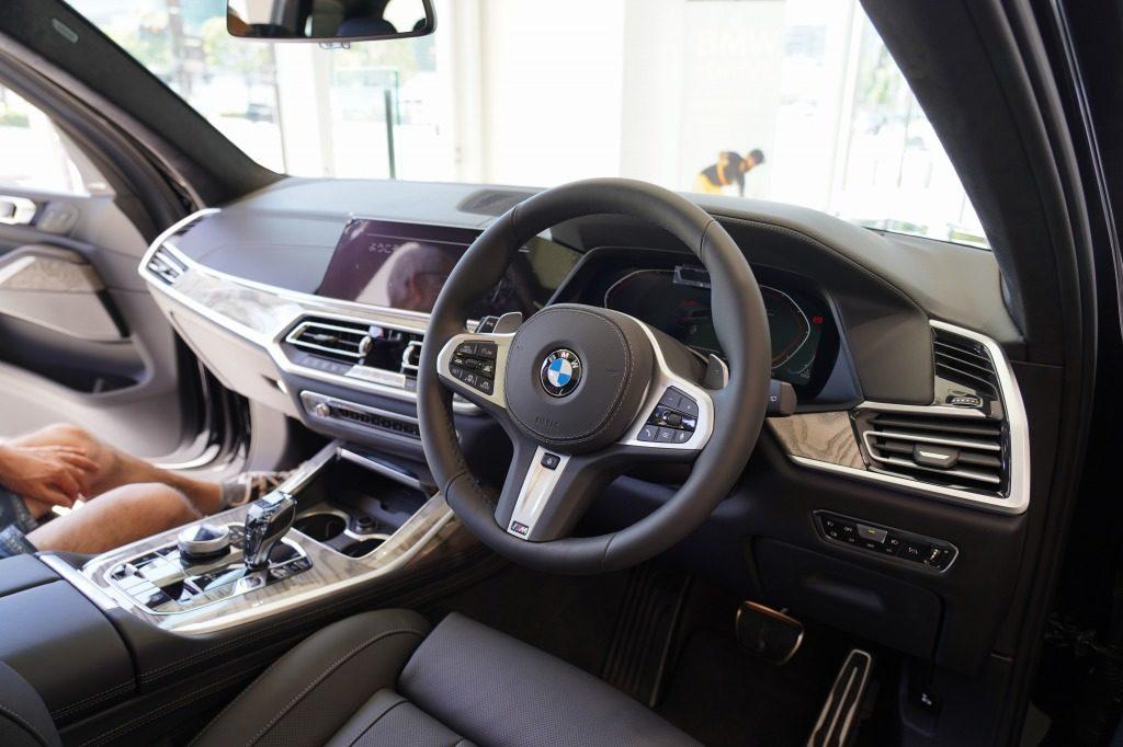 BMW X7 運転席周り