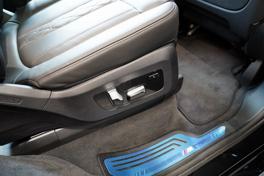 BMW X7 2列目シート