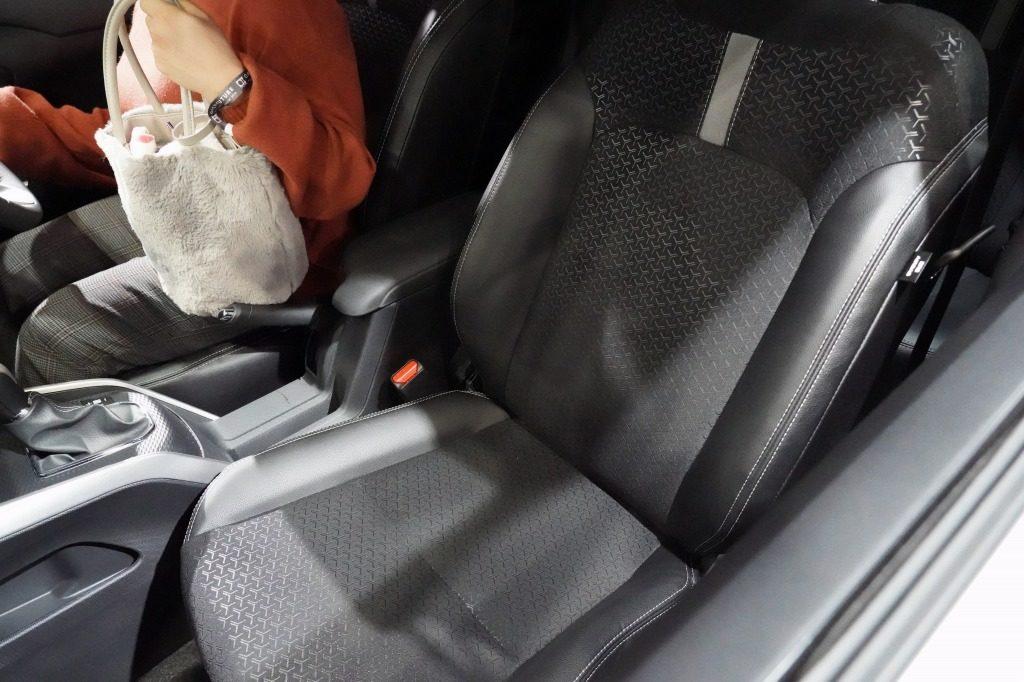 新型ロッキー フロントシート