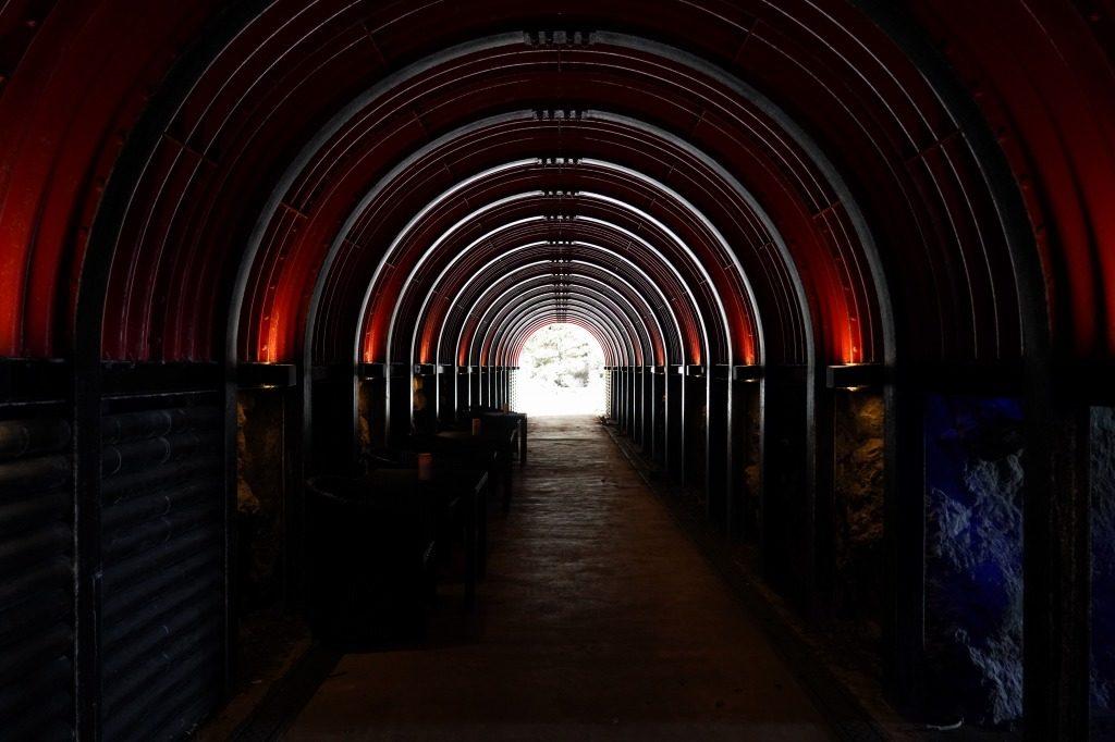 青の洞窟へのトンネル