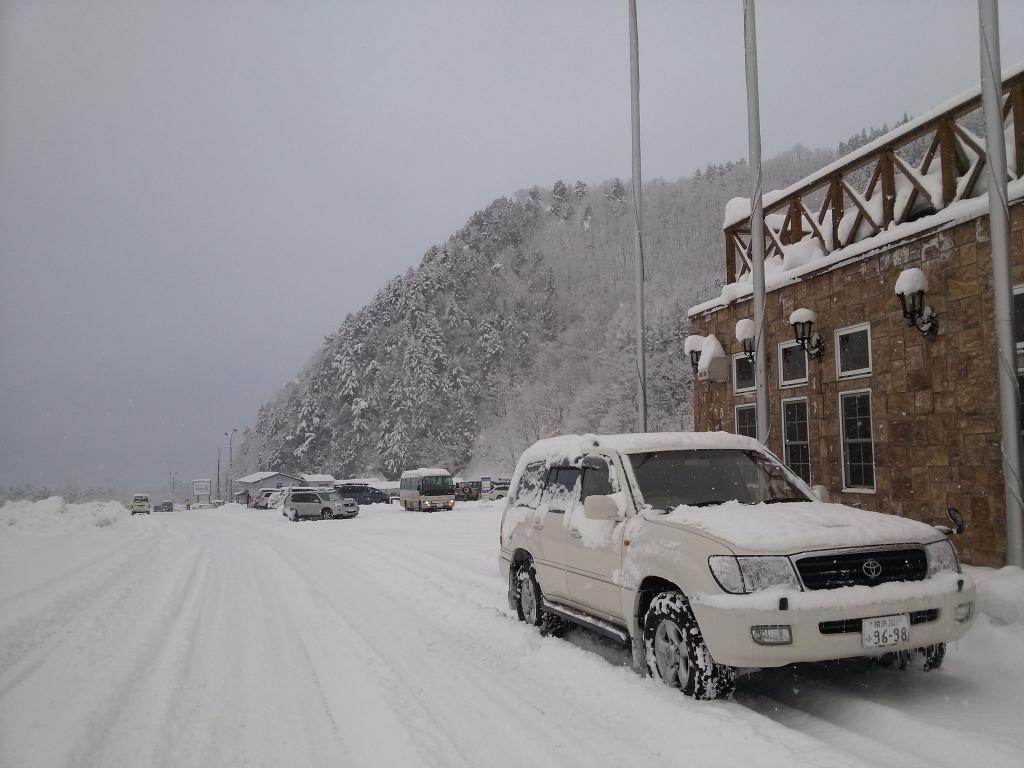 ランクル100雪国